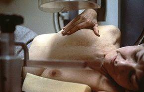 ¿ A qué edad debe comenzar la mujer a hacerse las mamografías ?