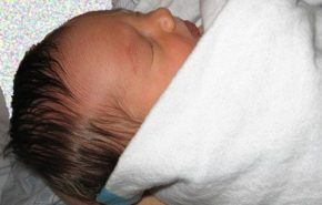"""El """"método canguro"""" calma y alivia al recién nacido"""