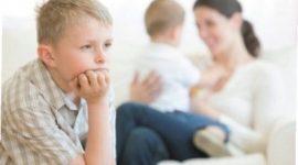 Cómo tratar a un hijo celoso