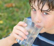 El consumo de agua en los niños