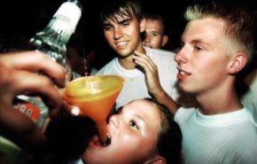 En España el consumo de alcohol inicia a los 13 años