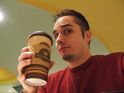 Beber café favorece la incontinencia urinaria en hombres