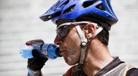 ¿Son las bebidas isotónicas la mejor opción para hidratarse?