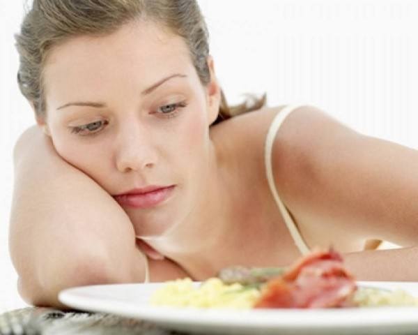 ¿Saltarse una comida ayuda a perder peso?