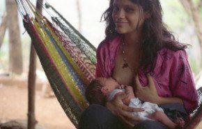 La leche materna previene el sobrepeso infantil